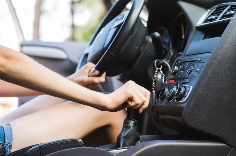 Jazda na niskich obrotach – czy niszczy silnik?